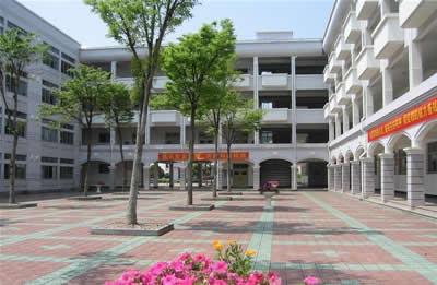 学校环境 - 郑州商贸旅游职业学院附属中专